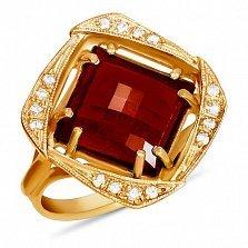 Золотое кольцо Фокус с синтезированным рубином шахматной огранки и фианитами