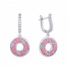 Серебряные серьги-подвески Первая любовь с сердечками из фианитов и розовой эмалью в стиле Фрайвилле