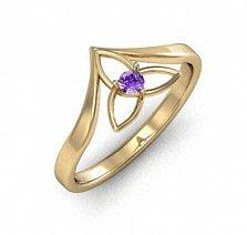 Золотое кольцо Trinity с узорной шинкой и аметистом