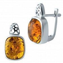 Серебряные серьги Дебора с завальцованным янтарем и узорными элементами