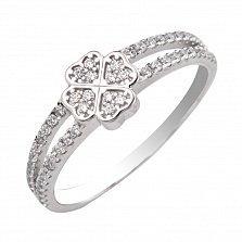 Золотое кольцо Клевер с листочками в форме сердечек в белом цвете с фианитами