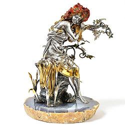 Серебряная композиция с красной эмалью и позолотой на подставке из агата 000004351