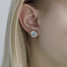 Серебряные серьги-пуссеты Женева с голубыми топазами, белыми жемчугом и фианитами