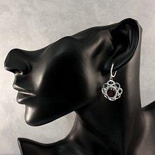 Серебряные серьги-подвески Алый рассвет с узорами, корундом и фианитами