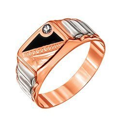 Золотое кольцо-печатка в комбинированном цвете с рельефной шинкой, эмалью, фианитом и насечками