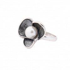Серебряное кольцо Нежная традесканция с чернением и имитацией жемчуга