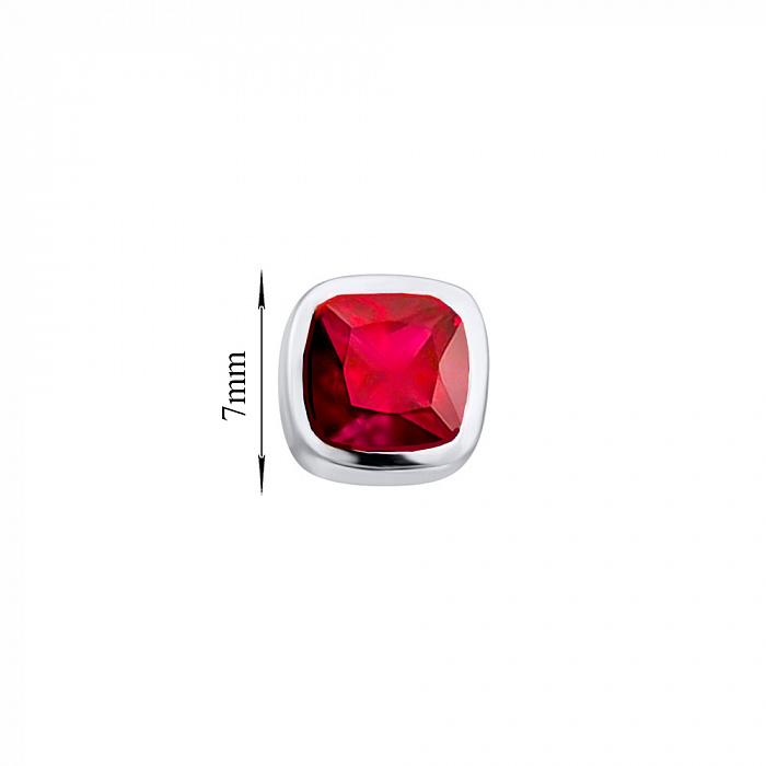 Серебряные серьги-пуссеты Марси с завальцованными кристаллами Swarovski в красном цвете 000103076