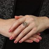 Серебряное кольцо Плавающие камни в цветке с фигурными вставками и жемчугом
