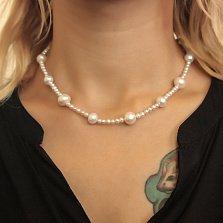 Ожерелье из белого жемчуга разного размера с серебряной застежкой