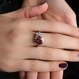 Серебряное кольцо с синтезированным султанитом и фианитами Оливия