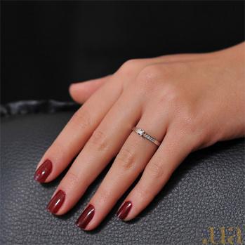 Кольцо из белого золота Магия блеска с бриллиантами EDM--КД7411/1