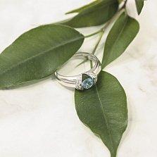Золотое кольцо Пристальный взгляд в белом цвете с голубым топазом и фианитами