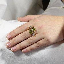 Золотое кольцо Джули с хризолитом, голубым топазом, синтезированным изумрудом и фианитами