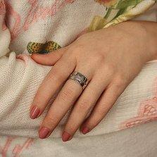 Серебряное кольцо Магнолия с вырезом в шинке и выгравированным цветком