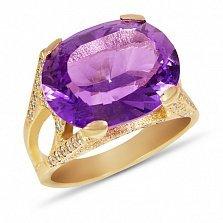 Золотой перстень Ева в красном цвете с дорожками фианитов на шинке и синтезированным аметистом
