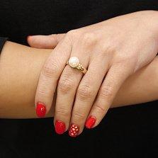 Золотое кольцо Перламутровая нежность в желтом цвете с крупной белой жемчужиной