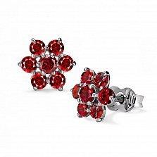 Серебряные серьги-пуссеты Римма с цветочками и красным корундом
