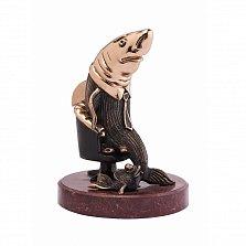 Бронзовая скульптура Акула бизнеса с холодной эмалью на мраморной подставке