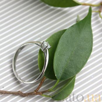 Золотое кольцо с фианитом в белом цвете 000015468