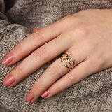 Золотое кольцо в евро цвете с бриллиантами в стиле Луи Виттон