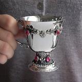 Серебряная кофейная чашка Новари с малиновыми корундами, 140мл