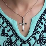 Декоративный крест из белого золота с бриллиантами Сияние
