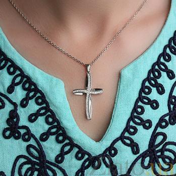 Декоративный крест из белого золота с бриллиантами Сияние 000029253
