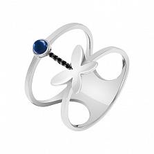 Кольцо в белом золоте Порхающее чудо с синтезированным сапфиром и фианитами