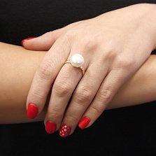 Золотое кольцо Валенсия в желтом цвете с крупной белой жемчужиной
