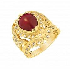 Золотой перстень Онасис с узорной шинкой, рубином и бриллиантами