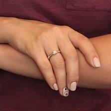 Золотое кольцо Мелисса с бриллиантами и алмазной насечкой вокруг основной вставки