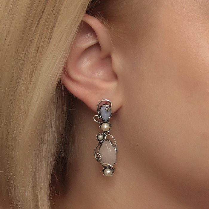 Серебряные серьги-подвески Арамиль с розовым кварцем, голубым агатом и жемчугом 000080845