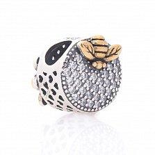 Серебряный шарм Пчелка-труженица с позолотой и фианитами