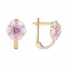 Золотые сережки Нежная ромашка с розовым фианитом и синтезированными розовыми опалами