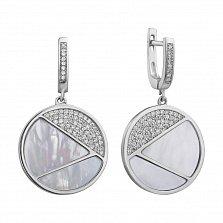Серебряные серьги-подвески с фианитами и перламутром 000127353