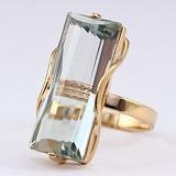 Золотое кольцо с зеленым аметистом Хищница