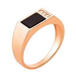 Золотое кольцо-печатка Гор в красном цвете с ониксом и тремя фианитами