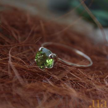 Золотое кольцо с хризолитом Лора VLN--112-181-6