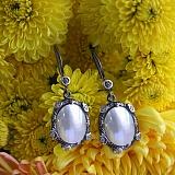 Серебряные серьги-подвески с мазерперлом и цирконием Ариель