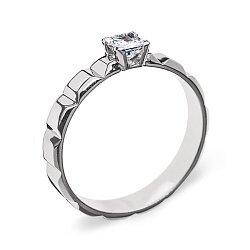 Золотое кольцо Севилья в белом цвете с фактурной шинкой и бриллиантом