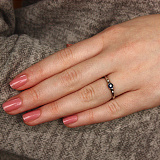 Золотое кольцо в белом цвете с сапфиром и бриллианами