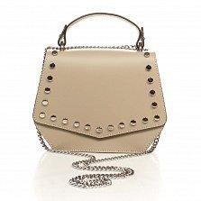 Кожаная сумка на каждый день Genuine Leather 1733 цвета светлый тауп с декоративными заклепками