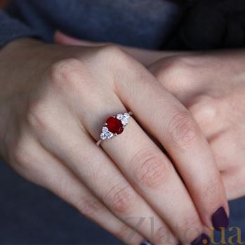 Серебряное кольцо Шарлиз с синтезированным рубином и фианитами 000032395
