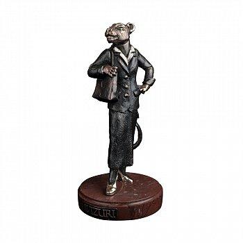 Бронзова скульптура Світська левиця з холодною емаллю на мармуровій підставці 000051924