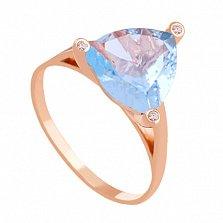 Золотое кольцо с голубым топазом и фианитами Хлоя