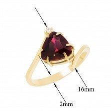 Золотое кольцо Триумф с фантазийной шинкой, красным и белым фианитами