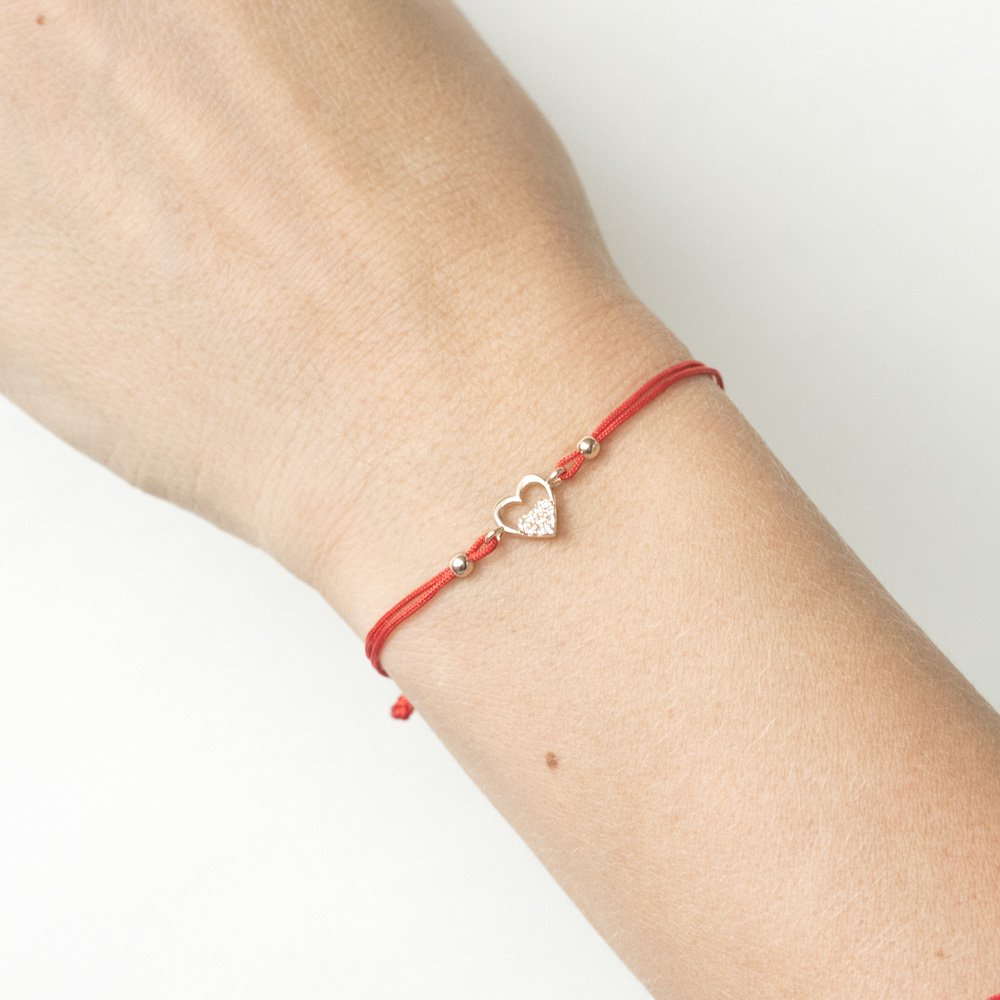 Золотой браслет с красной нитью Два сердца с цирконием
