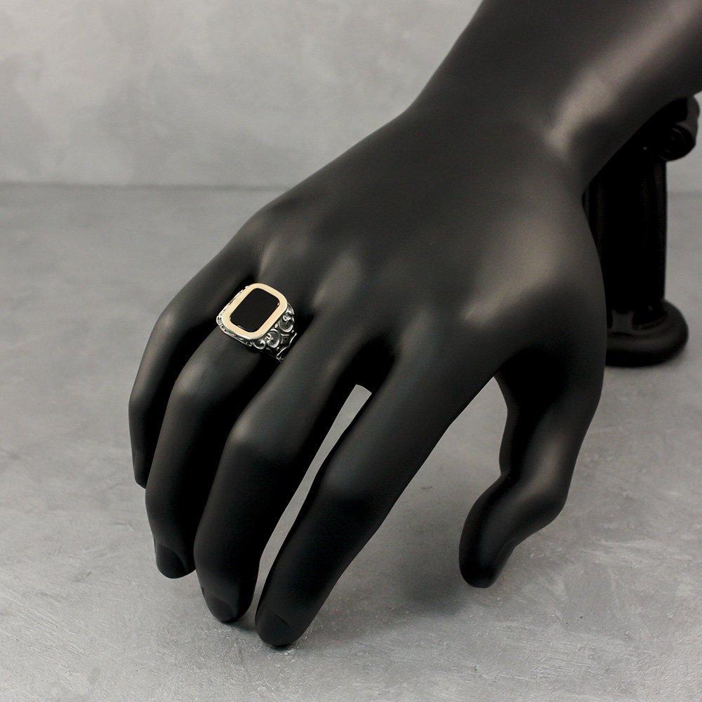 Серебряный перстень-печатка Оливер с узорной шинкой, ониксом и золотой накладкой