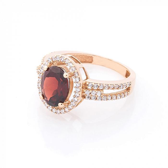Золотое кольцо Кармен с узорным кастом, гранатом и фианитами 000082321