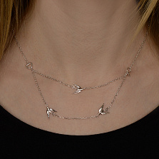 Серебряное многослойное колье Ласточкины чувства с фигурками птиц и сердечками